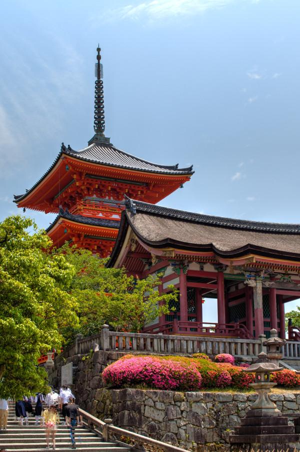 The stunning colors of Kiyomizu-dera temple